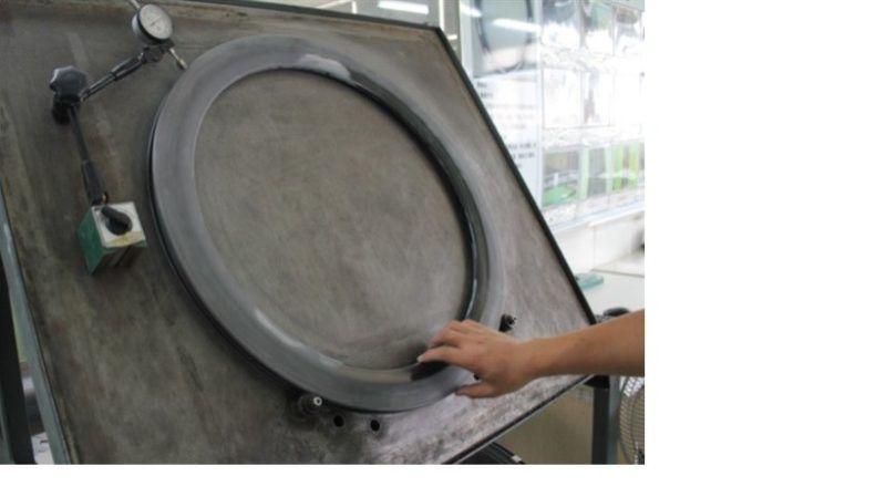 Test kruhovitosti ráfku. Odchylka musí být menší jak 0,4mm.