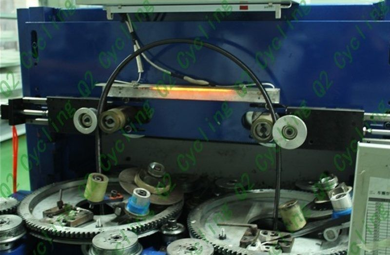 Plášťové ráfky jsou prubířským kamenem kvality každého výrobce. Q2 používá 3D systém vrstvení vláken.